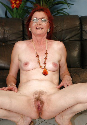 image Hairy amateur pussy in action