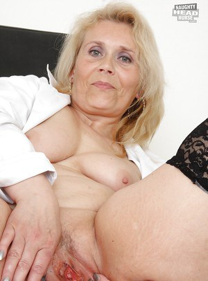 Blonde milf make some noise