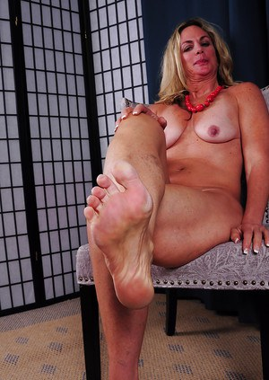 image Candid legs and soles at the park part 1